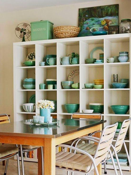 Mesa de jantar com enfeites para estante na cor turquesa