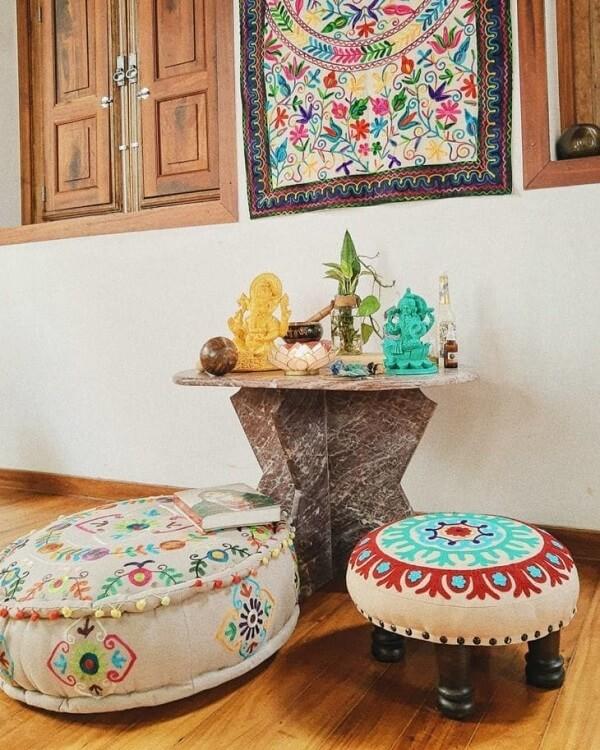 Mini altar indiano para orações e meditações. Fonte: Casa Alma Studio