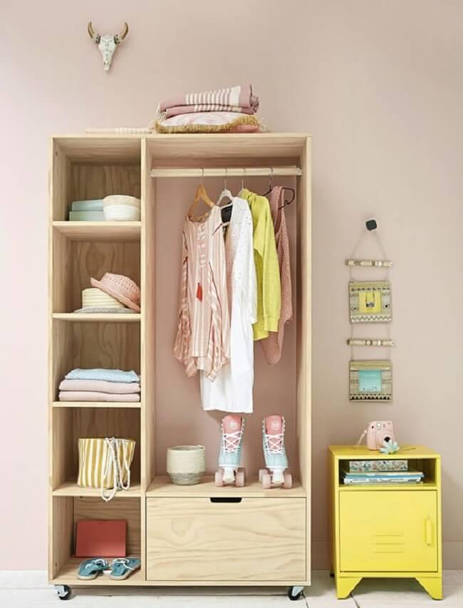 Modelo de arara de madeira com gaveta e nichos. Fonte: Pinterest