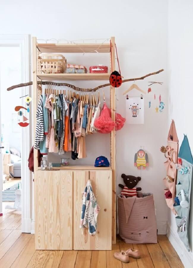 Modelo de arara de madeira para quarto infantil. Fonte: Pinterest