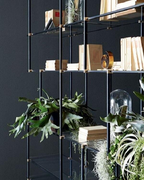 Modelo de estante de vidro com estrutura metálica. Fonte: Pinterest