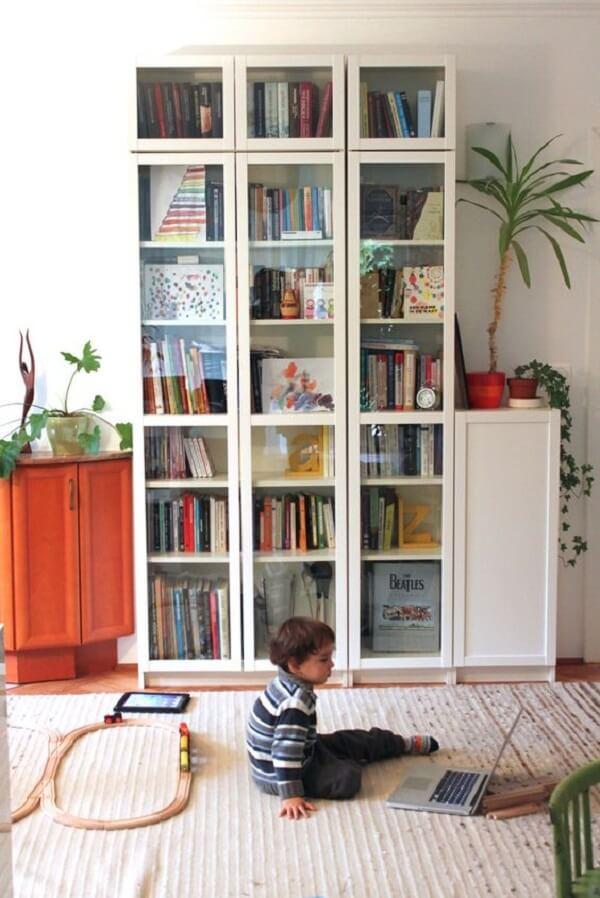 Modelo de estante de vidro para livros. Fonte: Pinterest