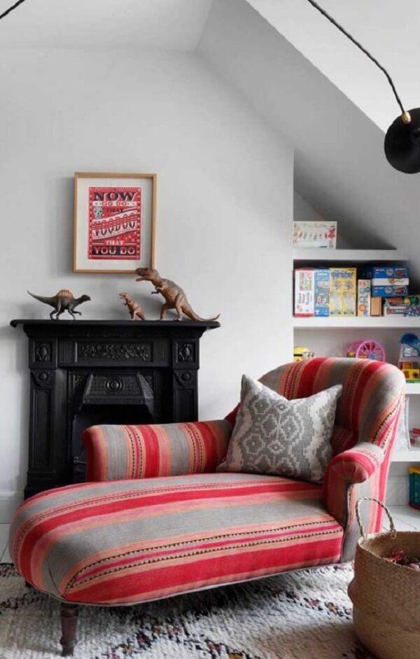 Modelo de poltrona divã com tecido colorido. Fonte: Pinterest
