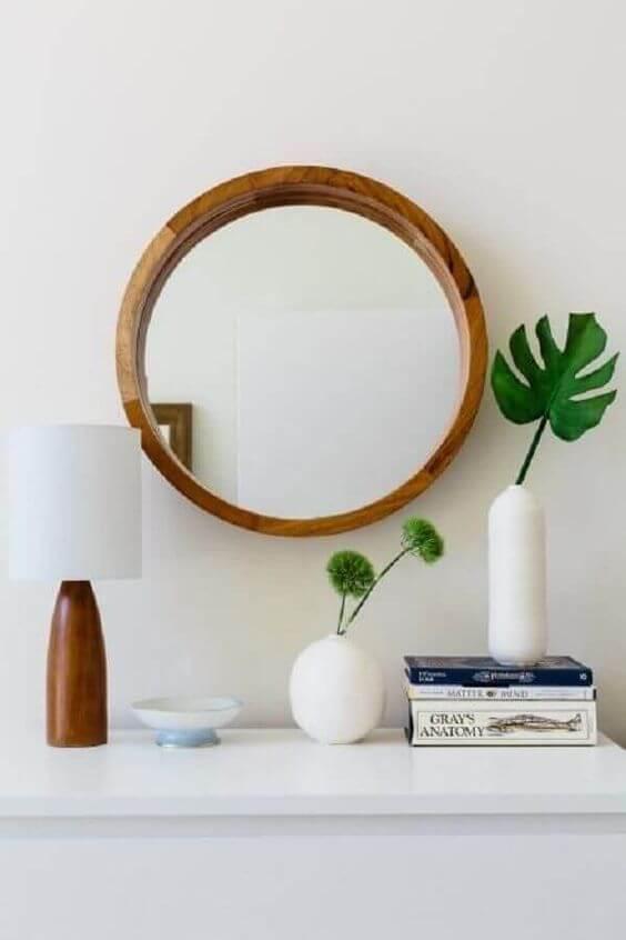 Moldura redonda de madeira para banheiro moderno