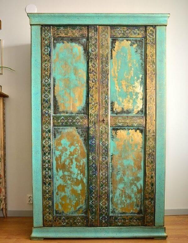 Na decoração indiana os móveis normalmente são talhados à mão. Fonte: Pinterest.