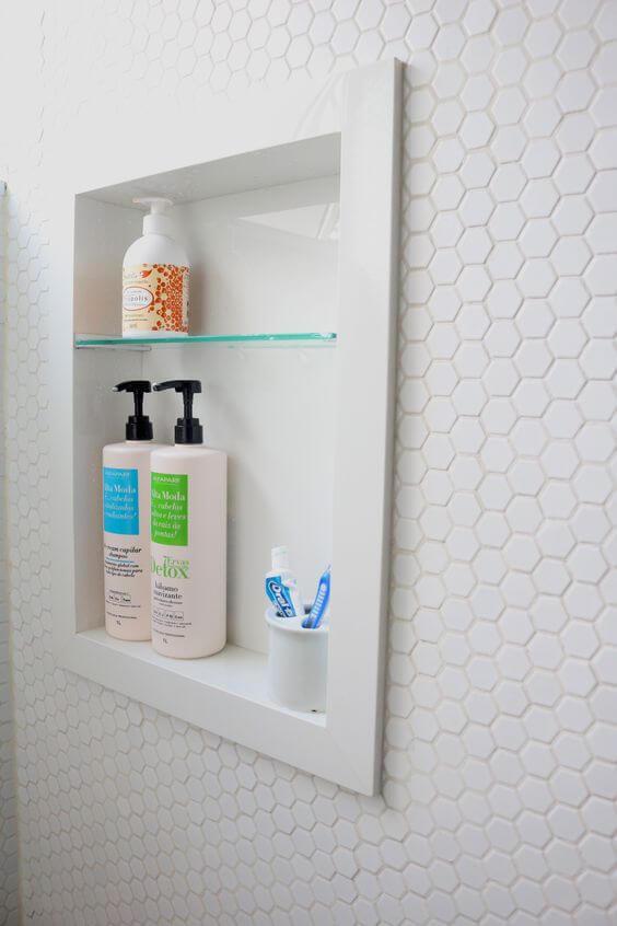 Nicho de embutir para banheiro com porcelanato para banheiro branco