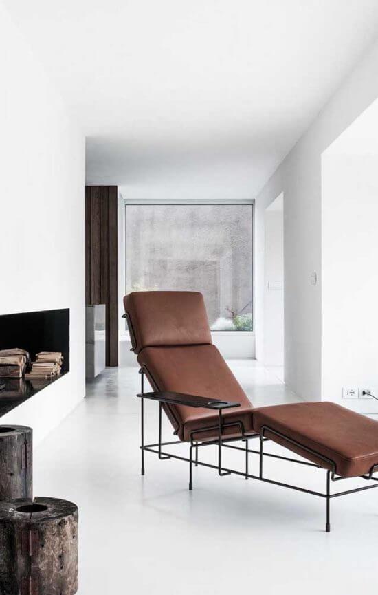 O design dessa poltrona divã conta com mesa lateral embutida. Fonte: Pinterest