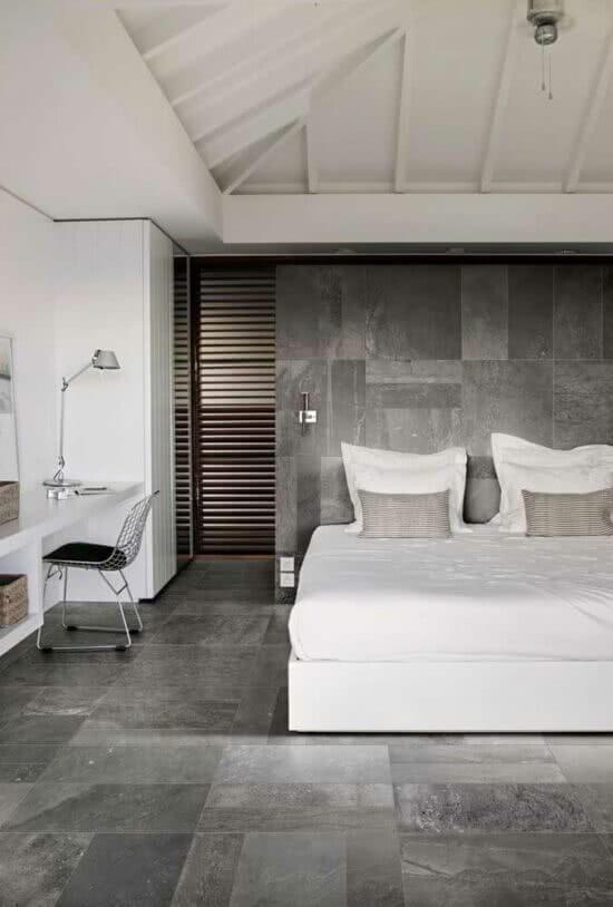 O revestimento cerâmico de piso e parede seguem o mesmo padrão. Fonte: Pinterest