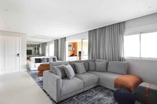 Sofá estilo industrial para sala iluminada e chique