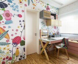 Papel de parede floral para cantinho de estudos infantil Foto MOOUI
