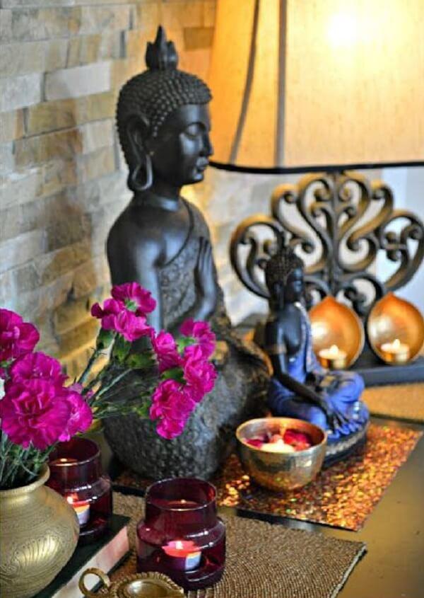 Para montar um altar indiano simples aposte em poucos elementos. Fonte: Pinterest