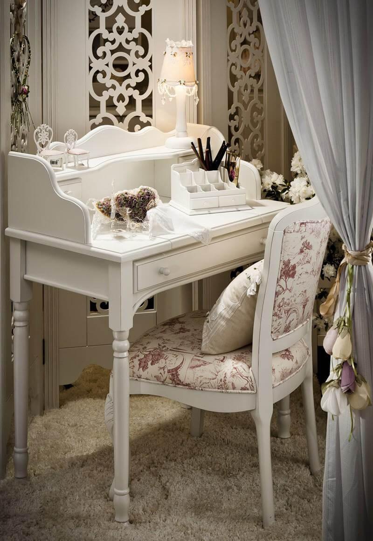 Penteadeira antiga com espelho de mesa