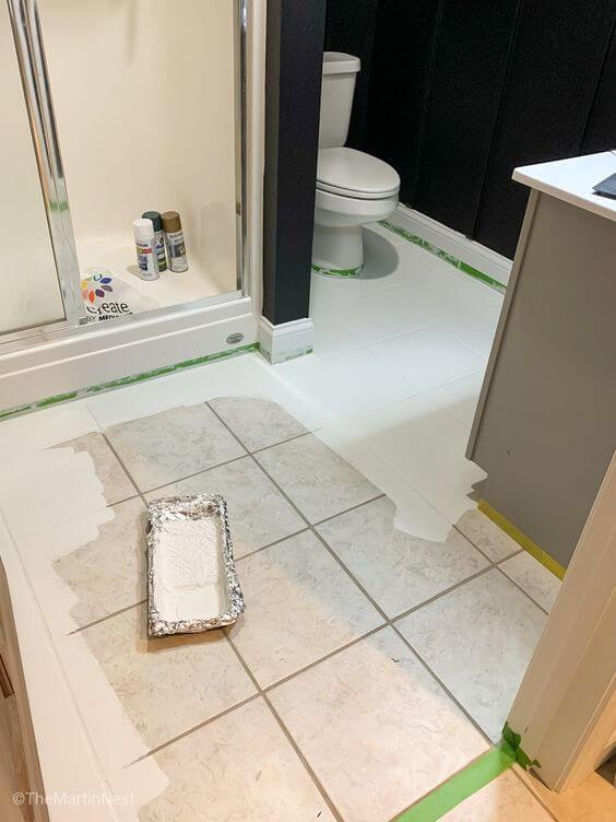 Piso pintado branco para banheiro moderno