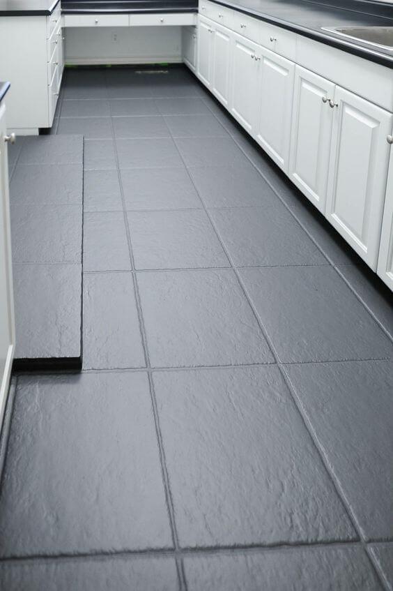 Piso pintado cinza para cozinha moderna