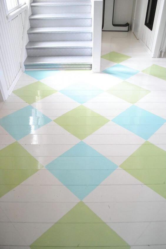 Piso pintado colorido em verde e azul