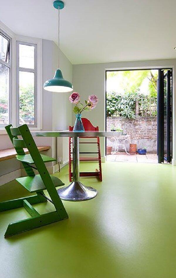 Piso pintado verde claro com resina epoxi