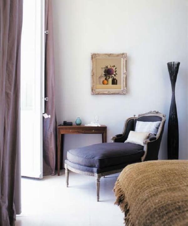 Poltrona divã com acabamento provençal. Fonte: Pinterest