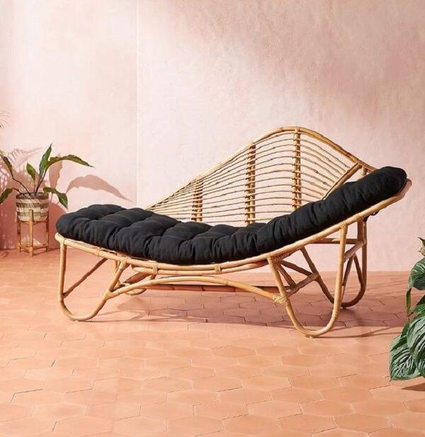 Poltrona divã feita com acabamento em Rattan. Fonte: Pinterest