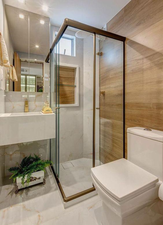 Porcelanato para banheiro marmorizado e amadeirado o contraste perfeito para um banheiro moderno com nicho embutido