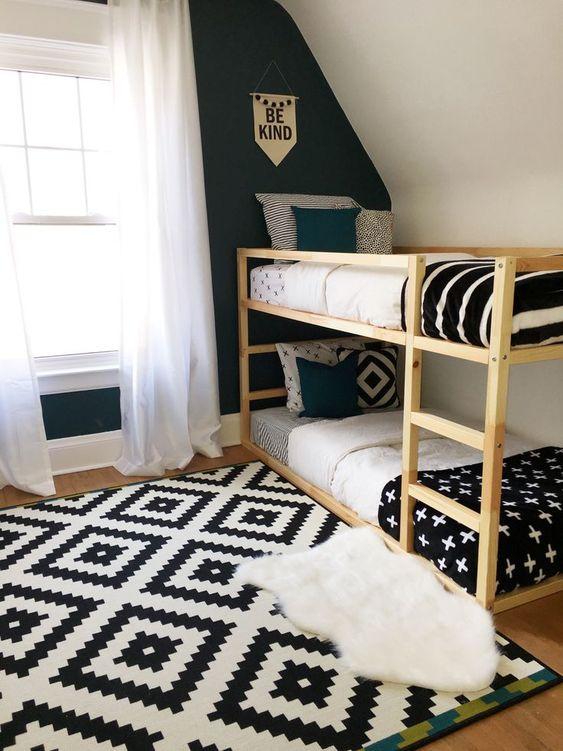 Quarto com beliche de madeira preto e branco
