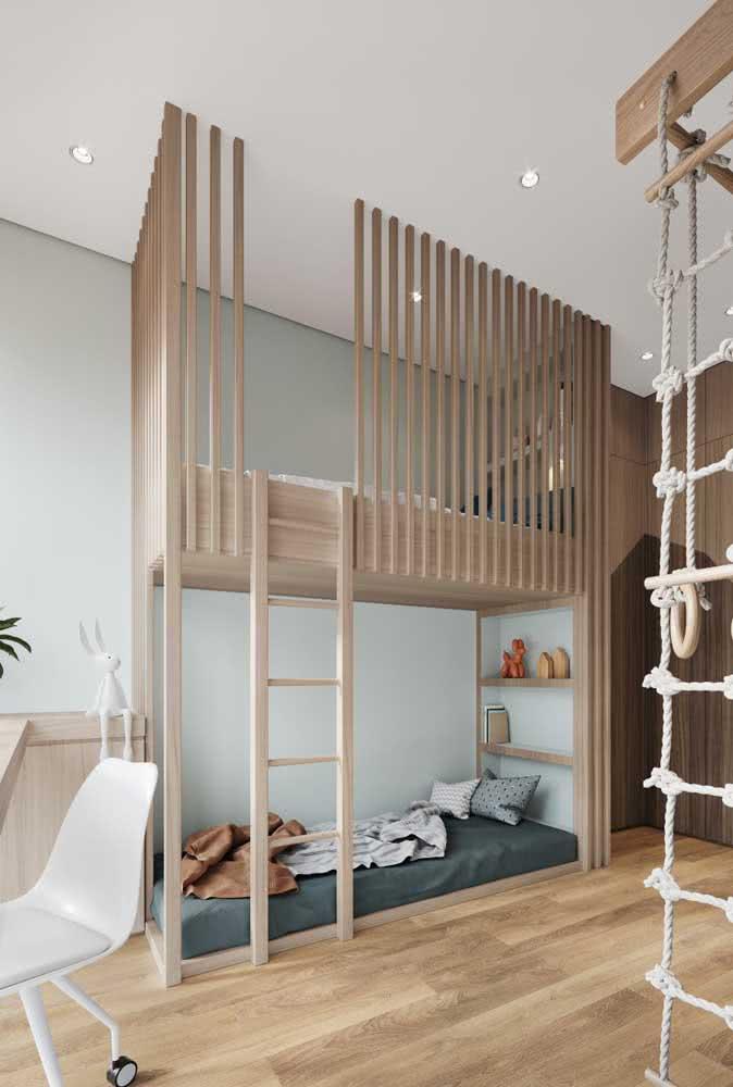 Quarto criativo com beliche de madeira