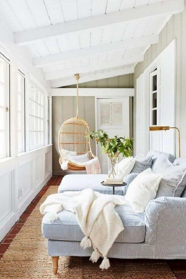Que tal criar um cantinho aconchegante com a poltrona divã chaise? Fonte: Pinterest