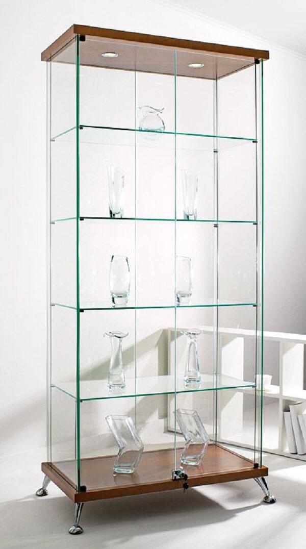 Reserve um espaço na decoração para posicionar uma linda estante de vidro. Fonte: Pinterest