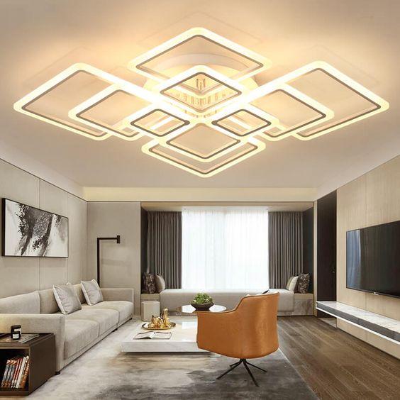 Sala com lustre quadrado grande