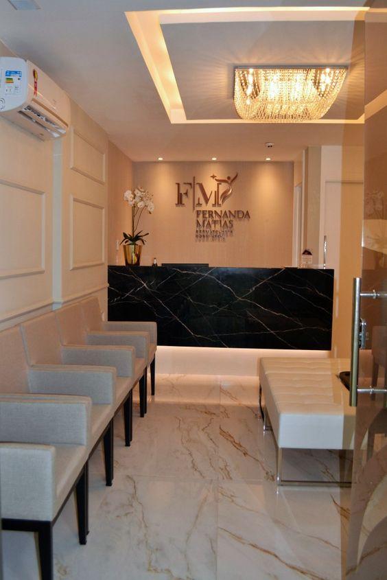 Sala de espera com balcão de marmore preto