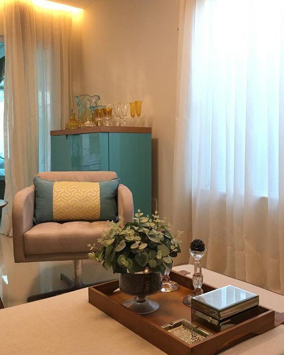 Sala de espera com poltrona pequena e moderna