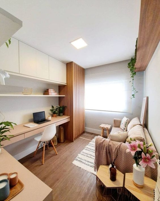 Sala de estar com mesa para home office