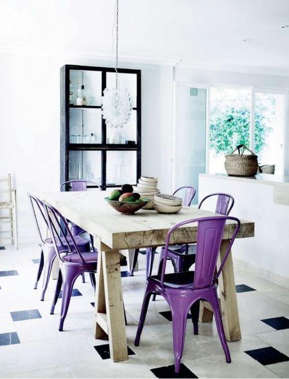 Sala de jantar com mesa cavalete