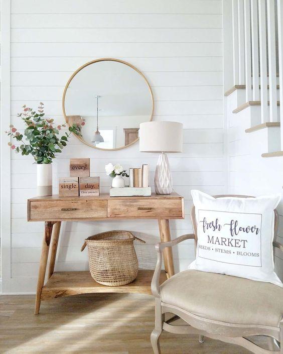 Sala rústica com moldura de madeira redonda