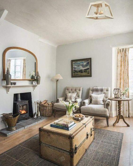 Sala rustica com bau de madeira
