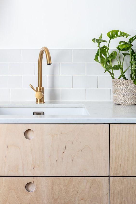 Silestone branco para cozinha de madeira moderna decorada com flores