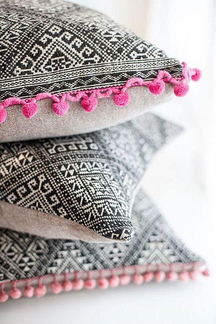 Tecidos para almofadas de estampadas e bordado colorido