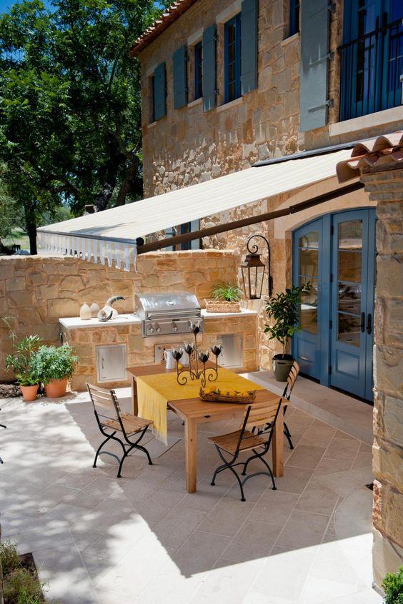 Toldo para varanda branco com móveis de madeira