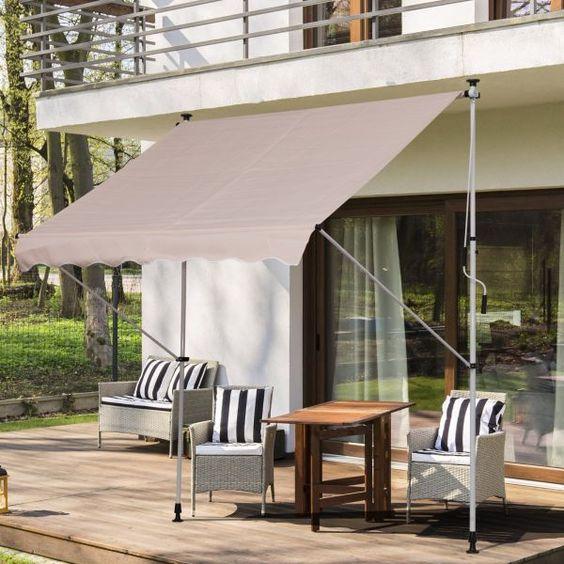 Toldo para varanda com móveis impermeáveis e decoração aconchegante