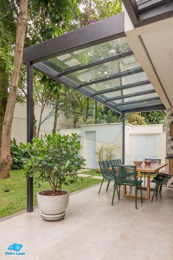Toldo para varanda de policarbonato transparente para iluminar a mesa e proteger da chuva