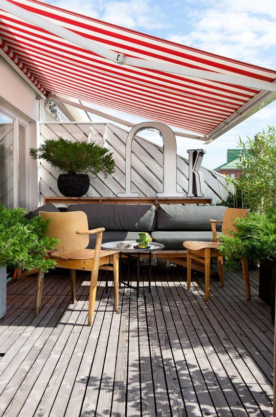Toldo para varanda listrada em vermelho e branco