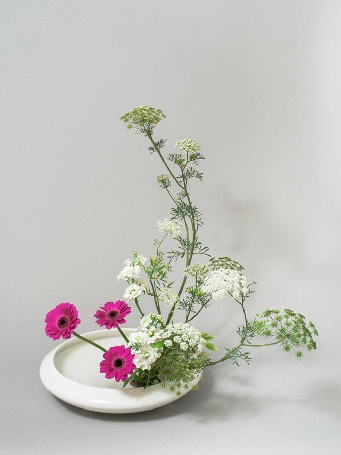 Vaso branco de ikebana