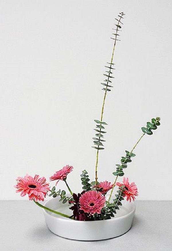 Vaso de ikebana rosa para decoração moderna