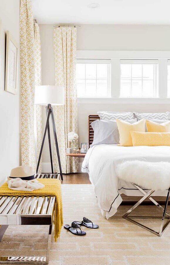 abajur de pé para quarto decorado em cores claras Foto Home Fashion Trend