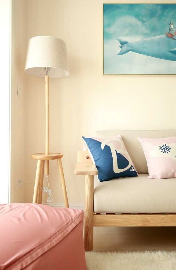 abajur de pé para sala simples decorada em cores claras Foto Pinterest