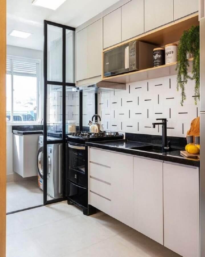 armário planejado para cozinha pequena decorada com nicho de madeira Foto Pinterest
