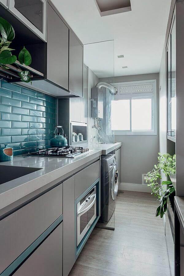 armário planejado para cozinha pequena decorada em tons de cinza Foto Simples Decoração