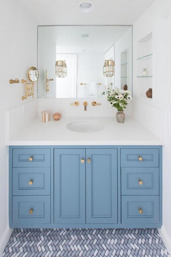 armário planejado para decoração de banheiro azul e branco Foto Decor Salteado