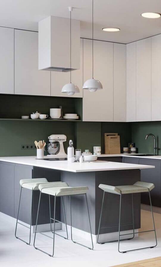 armários planejados para decoração de cozinha estilo americana cinza e branca Foto Behance