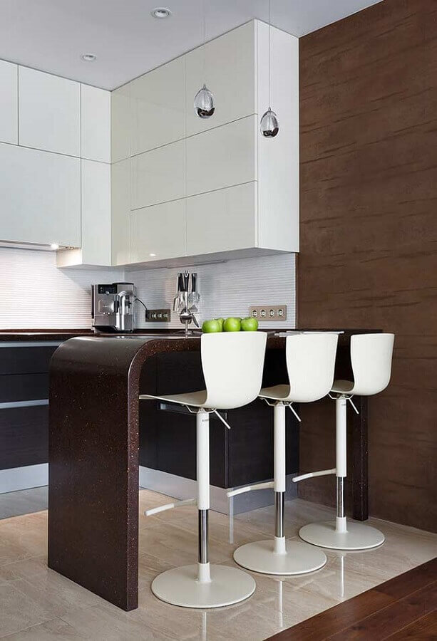 Banqueta branca para decoração de cozinha planejada estilo americana  Foto Home Fashion Trend