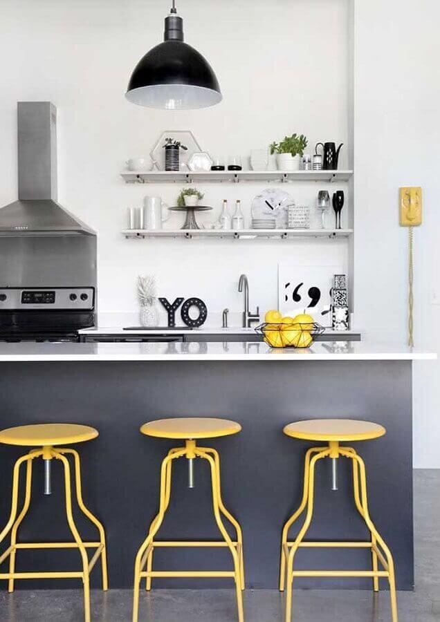 banqueta amarela para decoração de cozinha estilo americana cinza com ilha Foto Houzz